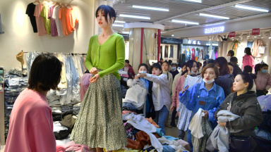 Young women in China find lucrative work as models in garment markets